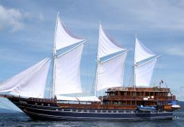 Amira Boat Photo